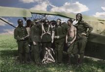 Lotnicy przy RWD-8